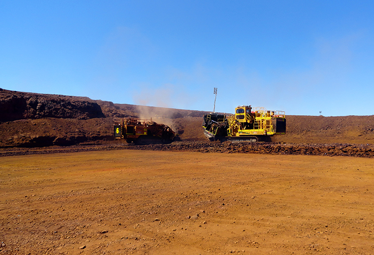 img: https://vermeer-want.com.au/wp-content/uploads/2019/06/T1655_T1255_Action_10_Australia_IronOre-2.jpg