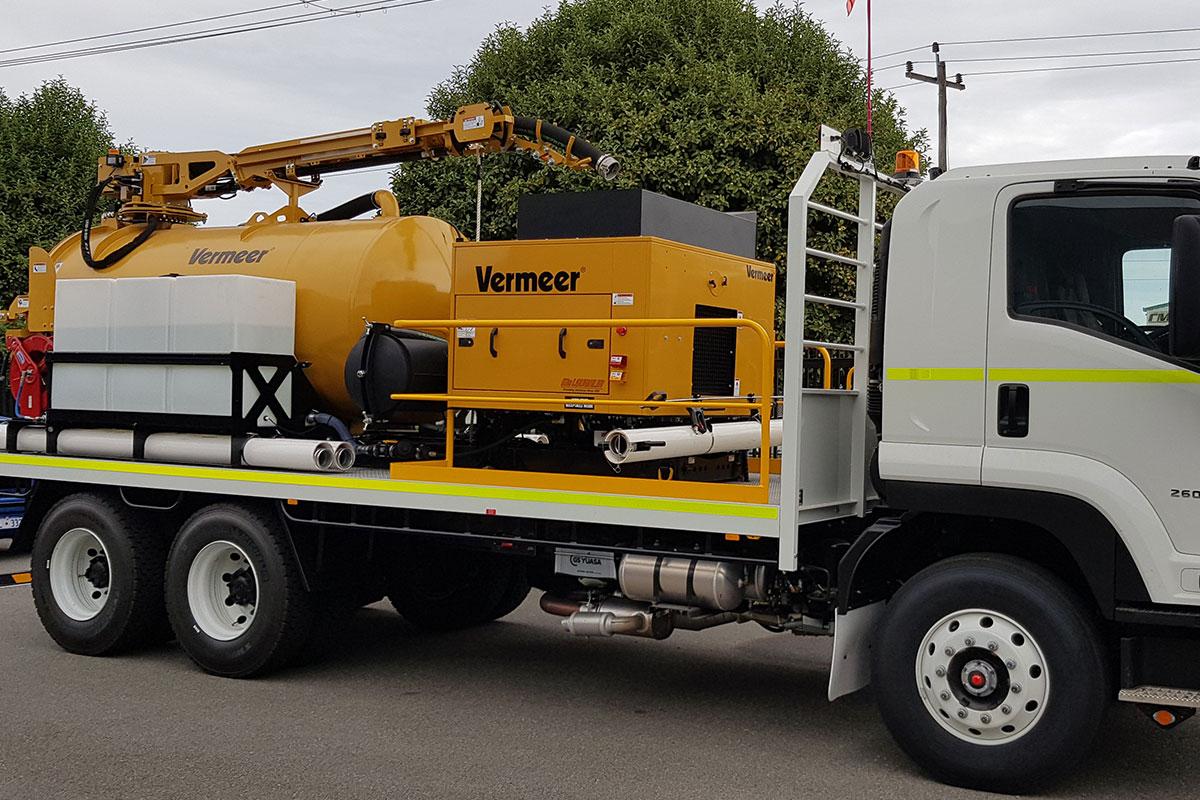 img: https://vermeer-want.com.au/wp-content/uploads/2019/06/vermeer-vx70-1200-vac-truck-001.jpg