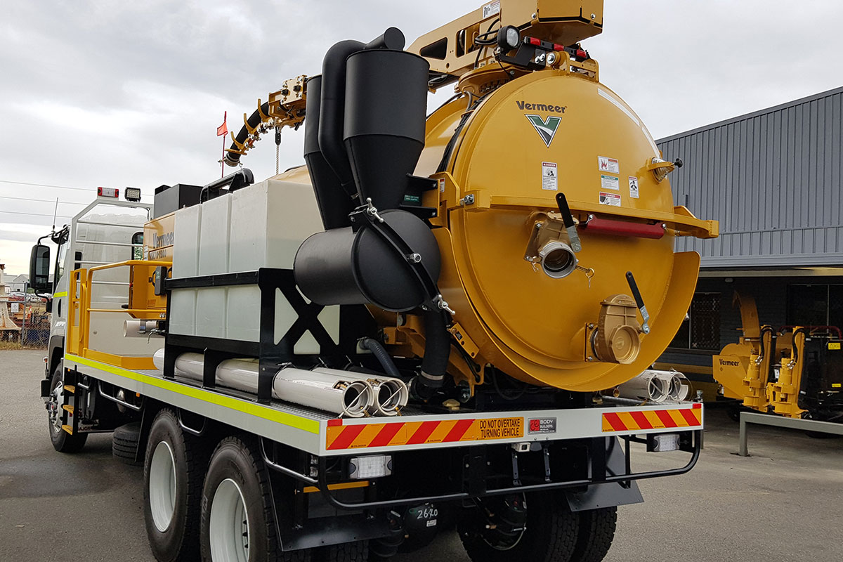 img: https://vermeer-want.com.au/wp-content/uploads/2019/06/vermeer-vx70-1200-vac-truck-004.jpg